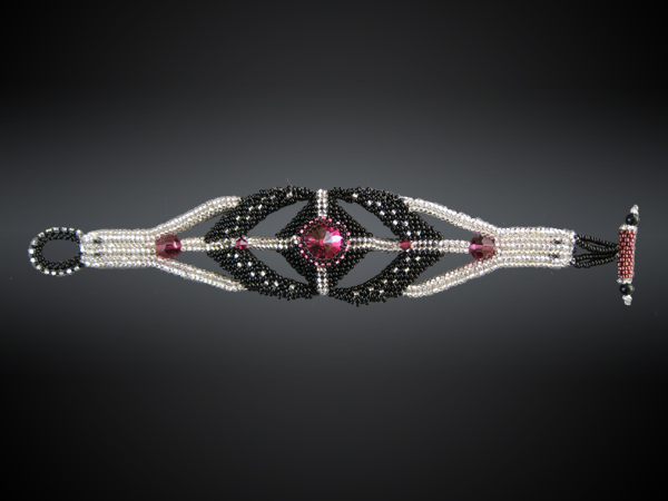 Beaded bracelet with Swarovski crystal